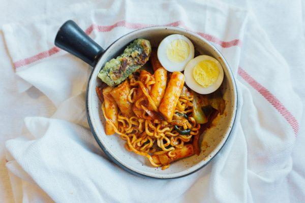 spicy tteokbokki plus fire spicy instant ramen = rabokki